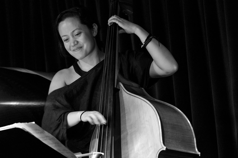 Komposisi dan Ritme Unik Arlene Fletcher Trio